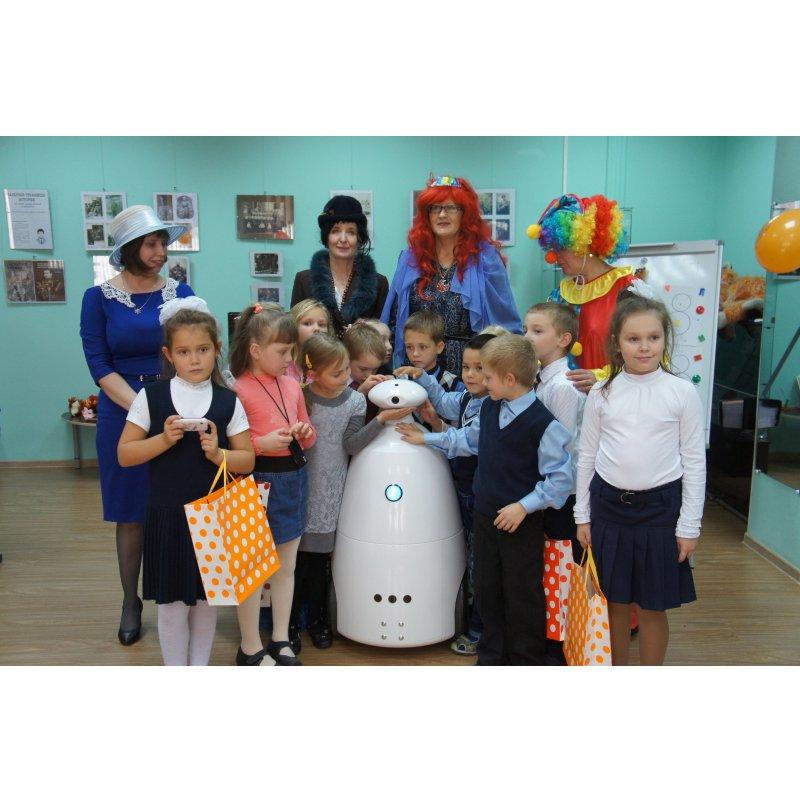 «Робот 96» принял участие в организации благотворительного детского праздника