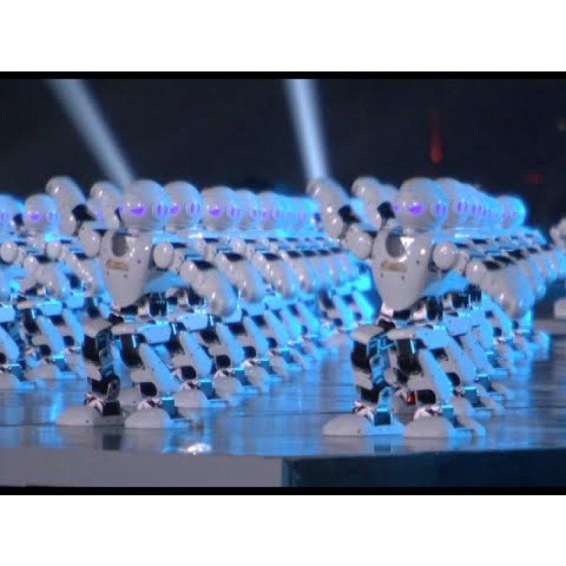 500 роботов синхронно станцевали на публику