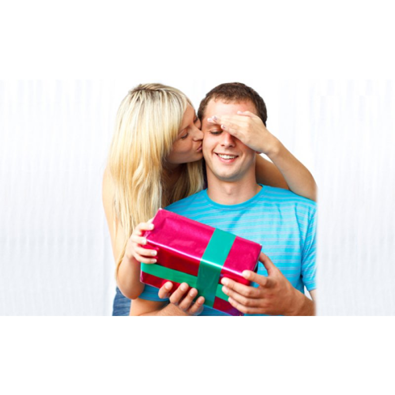 Что подарить любимому мужчине на 23 февраля?