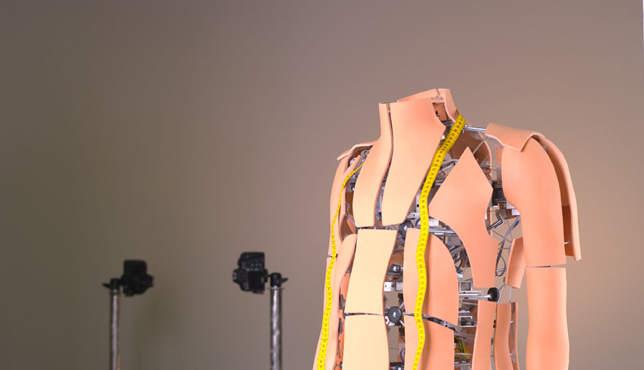 Робот-манекен-1
