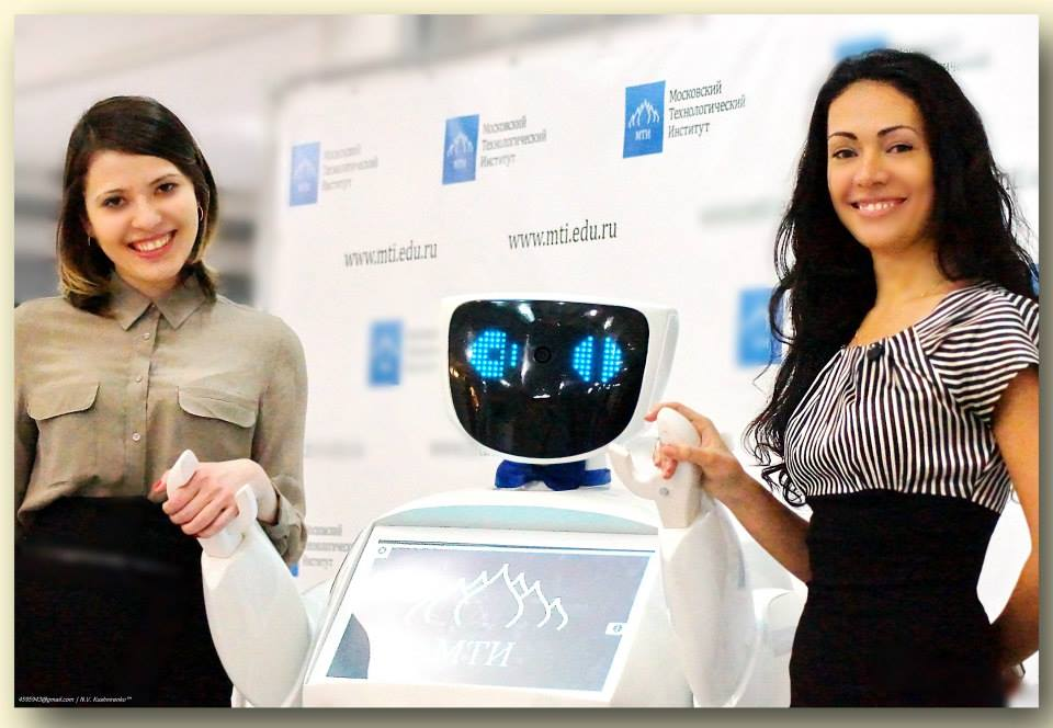 Робот консультант (Promobot)-7