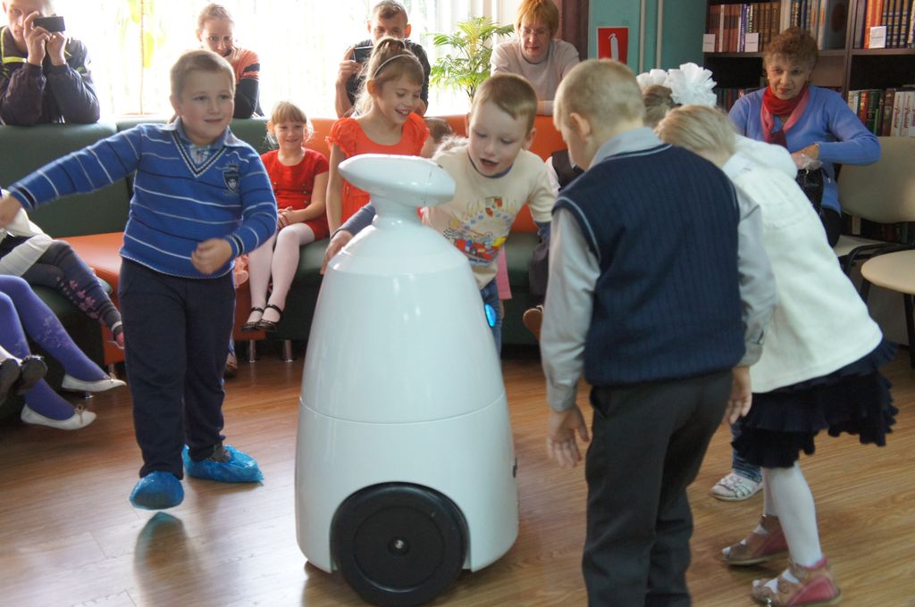 Робот для праздников и выставок (Rbot)-9