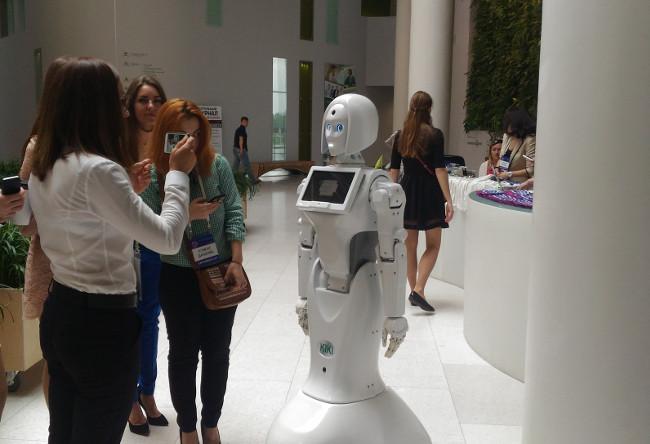 Робот-промоутер Kiki-3