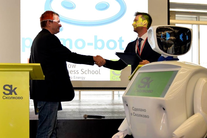 Робот консультант (Promobot)-10