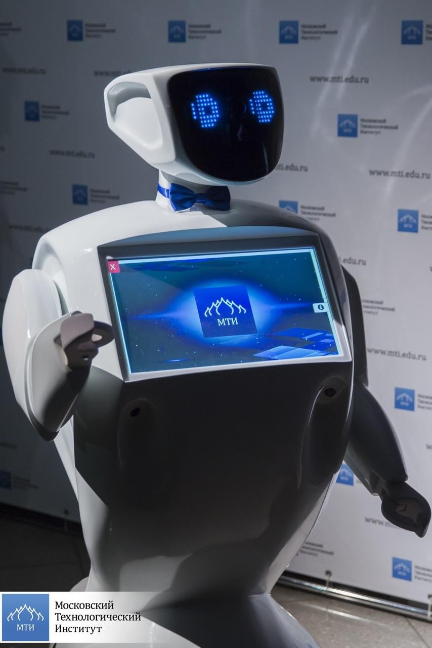 Робот консультант (Promobot)-6