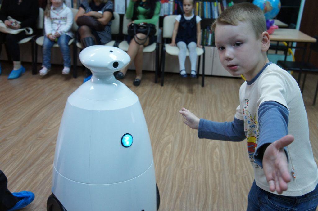 Робот для праздников и выставок (Rbot)-2