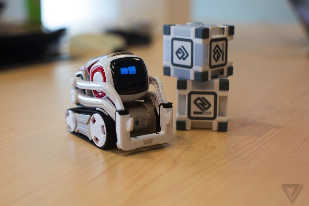 Робот Anki Cozmo-4