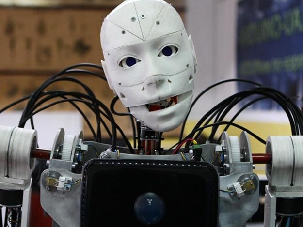 Робот-официант Йоша-4