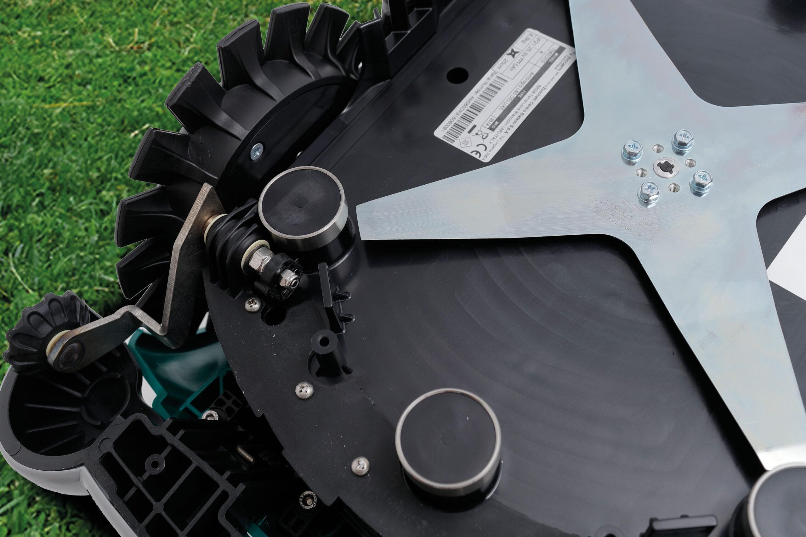 Газонокосилка-робот L60 DELUXE 4WD-4